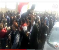محبو مبارك يقرأون الفاتحة ويدعون بالمغفرة للرئيس الأسبق