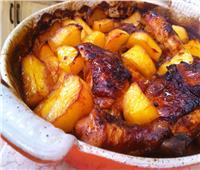 طبق اليوم.. «صينية دجاج بالعسل والبطاطس»