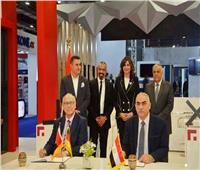 «مكرم والتراس» يشهدان توقيع اتفاقية لتصنيع أنظمة الألومنيوم مع «جوتمان»