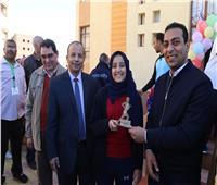نائب محافظ قنا يكرم الطلاب الفائزين في مارثونSTEM الرياضي
