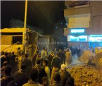 صور| انتشال جثتين من تحت الأنقاض في انهيار سور مدرسة بقنا