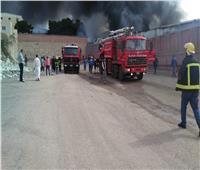 بالصور| 10 سيارات إطفاء لإخماد حريق هائل بمخزن بلاستيك بالإسكندرية