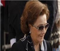 سوزان مبارك تتلقى عزاء الرئيس الراحل مبارك
