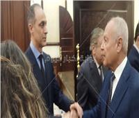 بالفيديو| علاء وجمال مبارك يتلقيان عزاء والدهما بالمشير