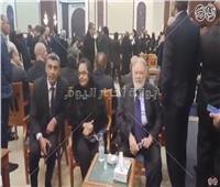 بالفيديو| يحيى الفخراني ولميس جابر يصلان عزاء الرئيس الراحل مبارك