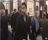 بالفيديو| نجوم المنتخب يقدمون العزاء لأسرة مبارك