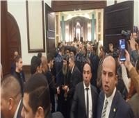 وصول وفد من الكنيسة المصرية للعزاء في وفاة «مبارك».. فيديو