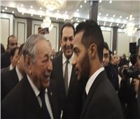 فيديو| محمد رمضان يثير ضجة في عزاء «مبارك»