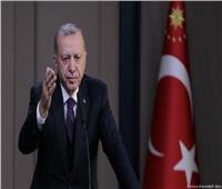 أردوغان بين مطرقة «اللاجئين» وسندان «سوريا»