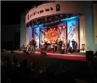 هشام عباس على المسرح المكشوف بجامعة جنوب الوادي