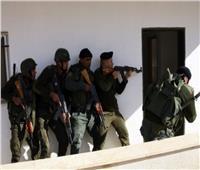 الاحتلال يعتقل 21 فلسطينيًا.. ويستولي على أموال من منازل أسرى محررين