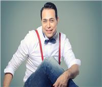 فيديو| حكيم يرقص في كواليس أغنية «آه بحبه»