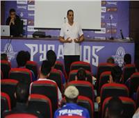 «الغندور» يحاضر لاعبي بيراميدز عن تقنية «الفار»