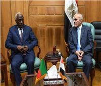 «العصار» يبحث مع رئيس أركان القوات المسلحة الكاميرونية التعاون في التصنيع العسكري
