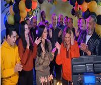 شاهد.. فريق عمل «دهب عيرة» يحتفل بعيد ميلاد يسرا