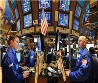 البورصة الأمريكية تقلص مكاسبها المبكرة.. وبرميل النفط يصعد نحو 3 دولارات