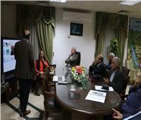 محافظ جنوب سيناء يناقش خطط ومقترحات تطوير قرية الجبيل بطورسيناء