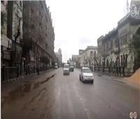 فيديو| المصريون يواجهون «منخفض التنين» بالعمل