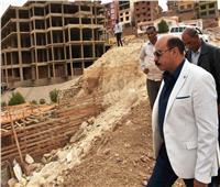 محافظ أسوان يضبط مخالفة بناء على أراض طرح النهر