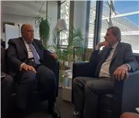 وزير الخارجية يلتقي مفوض الاتحاد الأوروبي للميزانية والإدارة ببروكسل