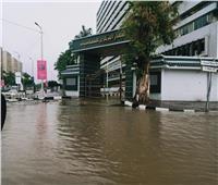 صور  غلق نفق صلاح سالم بسبب الأمطار وتراجع السيارات عن مسارها