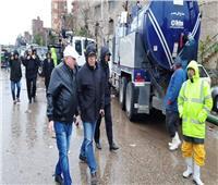 منخفض التنين  نائب محافظ القاهرة يتابع أعمال شفط المياه بالشوارع.. صور