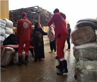الهلال الأحمر يوزع بطاطين ومساعدات غذائية على أهالي «الزرايب» لمواجهة منخفض التنين