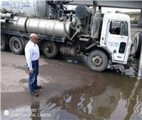 صور| نائب محافظ القاهرة يتابع أعمال شفط مياه الأمطار بشوارع وسط البلد
