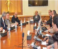 وزير التنمية المحلية يجري اتصالات مع المحافظين لمتابعة جهود شفط مياه الأمطار