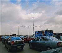 صور| رغم انتهاء «منخفض التنين».. شلل مروري بطريق مصر الإسماعيلية