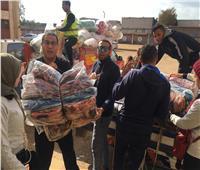 توزيع 650 بطانية ونصف طن لحوم على الأسر المتضررة من السيول ببني سويف