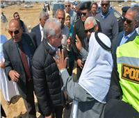 صور| محافظ جنوب سيناء يتفقد اثار السيول بمدينة رأس سدر