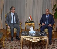 وزير السياحة يجتمع مع «منار» لبحث تطورات تعليق حركة الطيران