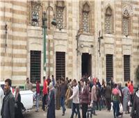 فيديو | رغم التحذيرات تكدس في صلاة الجمعة بمسجد السيد عائشة