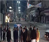 صور| نائب محافظ الإسماعيلية يتابع التزام المحلات بتوقيت الغلق بالقنطرة غرب