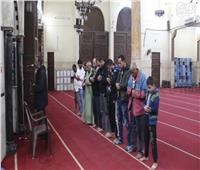 فيديو| «الصلاة الأخيرة».. إقبال ضعيف على المسجد قبل إغلاقه