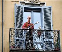 في زمن الكورونا.. «الشرفات» منصات جديدة للتواصل الاجتماعي