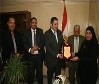 نائب محافظ القاهرة يكرم عددًا من الأمهات المثاليات بالمنطقة الشمالية