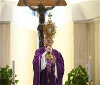 البابا فرنسيس يصلي لأطباء ضحايا فيروس كورونا