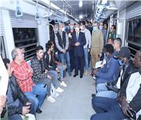 كامل الوزير وسط ركاب المترو للاطمئنان على عدم التكدس