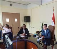 رئيس جامعة الوادي الجديد يُتابع تحميل المُقررات الجامعية «أون لاين»