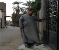 بالفيديو.. بكاء مؤثر لشاب من ذوي الاحتياجات الخاصة بسبب إغلاق باب المسجد