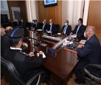 وزير النقل يشدد على سرعة الانتهاء من البوابات الأتوماتيكية بمحطات القطارات