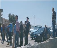 صور| توقف حركة السير على الطريق الزراعي بأبو حمص إثر اصطدام 3 سيارات