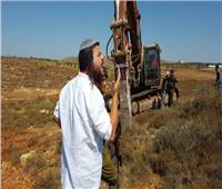 مستوطنون إسرائيليون يجرفون أراضي جنوب نابلس