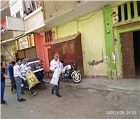 صور | بعد غلق الكنائس.. توزيع قرابين البركة على الأقباط في منازلهم بنحع حمادي