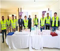 أحمد حسن يشارك صناع الخير تعبئة حقائب الوقاية من كورونا