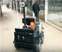شاهد  روبوت يجوب شوارع تونس لضبط مخالفي حظر التجول
