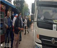 تعقيم سيارات نقل السلع الغذائية المتجهة لقرية الهياتم بالغربية