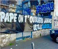 صور  رغم كورونا والحظر.. جمهور مارسيليا الفرنسي ينعي ضيوف في شوارع المدينة